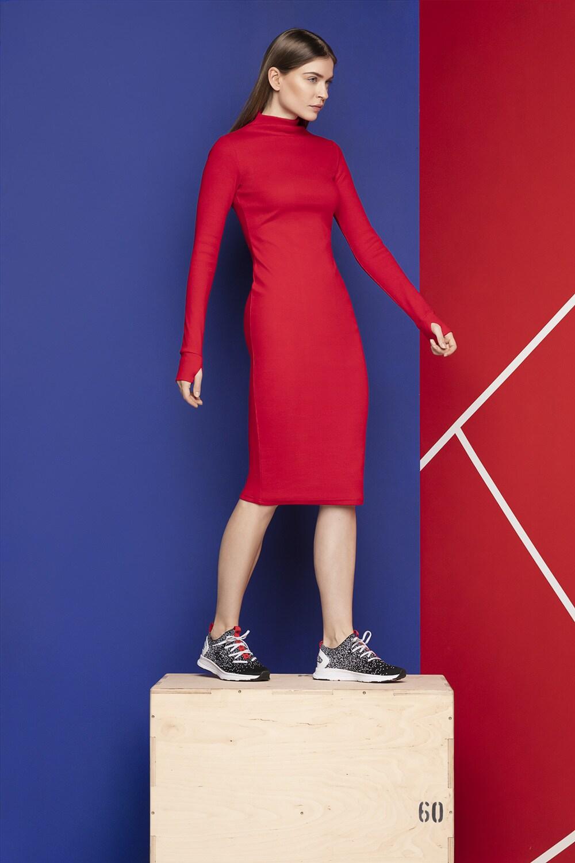 3662456a16 Długa sukienka z półgolfem SUDD701 - czerwony